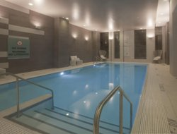 Columbus hotels with swimming pool