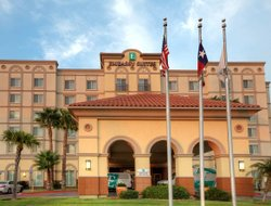 Laredo hotels for families with children