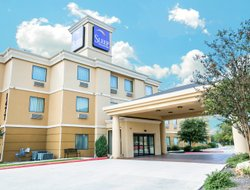 New Braunfels hotels with swimming pool
