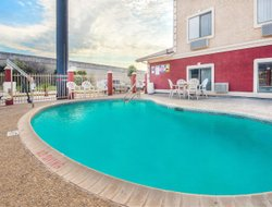 Universal City hotels with swimming pool