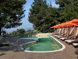 Nea Skioni hotels with restaurants
