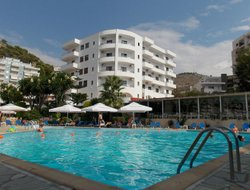 Vlore hotels with swimming pool