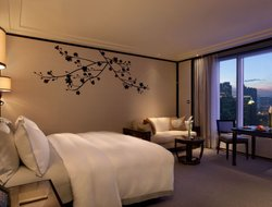 Hong Kong hotels with restaurants