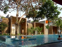 Samet Island hotels with swimming pool