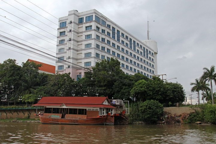 river_view_hotels
