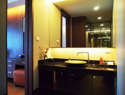 Nonthaburi City hotels with restaurants