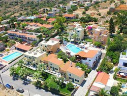 Koutouloufarion hotels with swimming pool