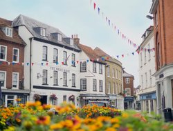 Romsey hotels with restaurants