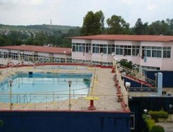 Panchagani hotels with swimming pool