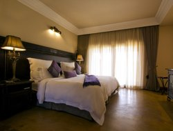 Johannesburg South hotels with restaurants
