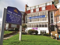 HYTHE hotels with restaurants