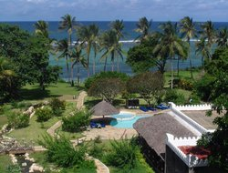 Tiwi hotels with swimming pool