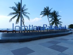 Jomtien Beach hotels with restaurants