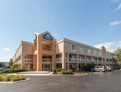 Sterling Heights hotels with swimming pool