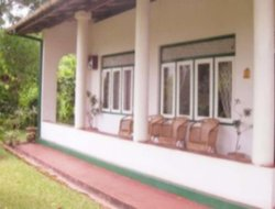 Gampola hotels with restaurants
