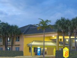 Top-10 hotels in the center of Dania Beach