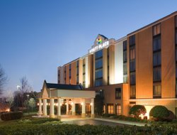 Hoffman Estates hotels with restaurants
