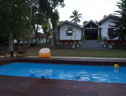 Bentota River hotels with swimming pool