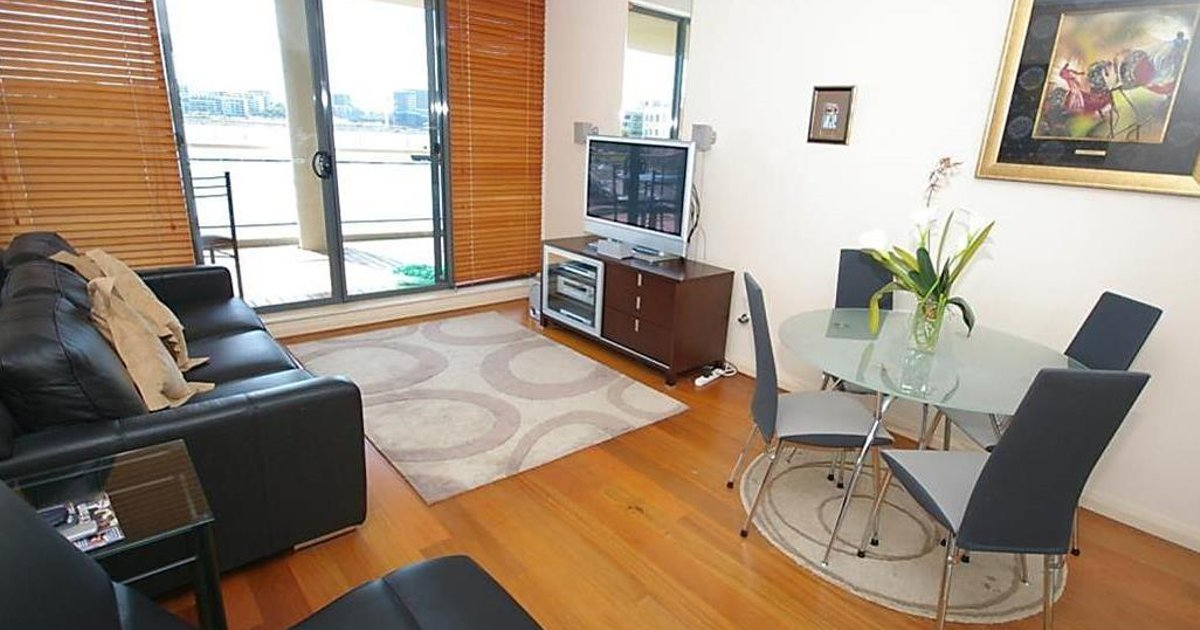 Hombush Bay Furnished Apartments 125 Bennelong Road