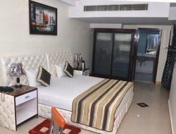 Faridabad hotels with restaurants
