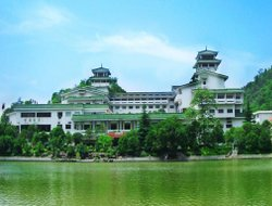 Guilin hotels with swimming pool