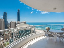 Surfers Paradise hotels with restaurants