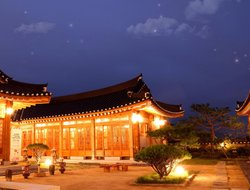 Gyeongju hotels with restaurants