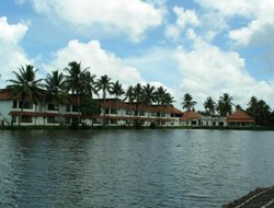 Kumaragam hotels with river view