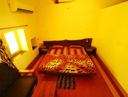 Pets-friendly hotels in Dhanwar