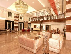 Karnal hotels with restaurants