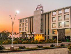 Ujjain hotels with restaurants