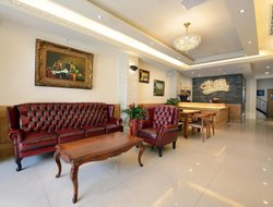 Yuchih Township hotels with restaurants