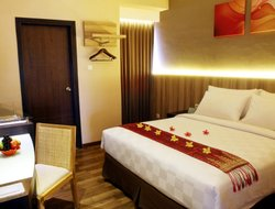 Padang hotels with restaurants