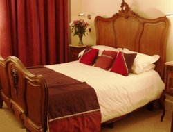 Top-10 romantic Cardiff hotels