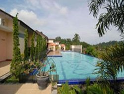 Tjiater hotels with swimming pool