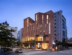 Gangneung hotels with restaurants