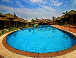 Coompta hotels with swimming pool