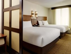 Pets-friendly hotels in Warrenville