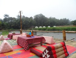 Pai hotels with river view