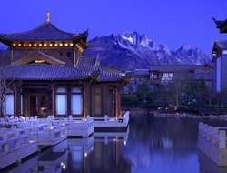 Lijiang hotels with swimming pool