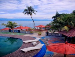 Palu hotels with swimming pool