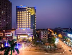 Vinh hotels with restaurants