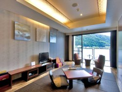 Fujikawaguchiko hotels with restaurants