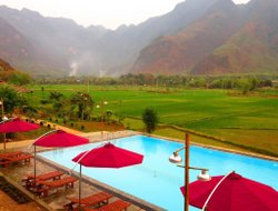 Mai Chau hotels with swimming pool