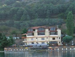 Pogradec hotels with restaurants