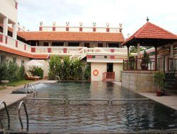 Kanadukathan hotels with swimming pool