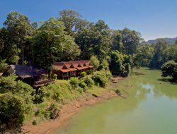 Laos hotels with river view
