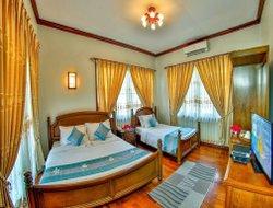 Chaungtha hotels with sea view