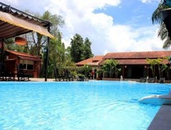Bia Hoa hotels with swimming pool