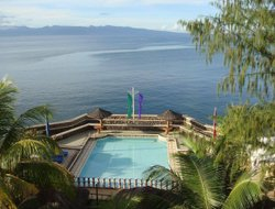 Cagraray hotels with swimming pool